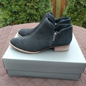 Vince Camuto Canilla Black Zipper Booties Size 7.5